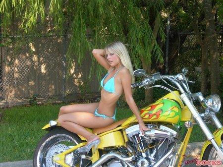 janarocks-bikinimodel
