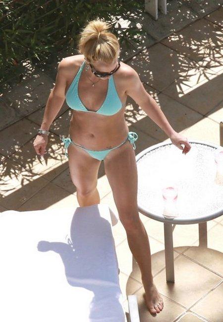 britney-spears-string-bikini