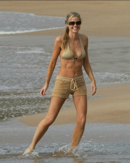 denise-richards-beach-bikini