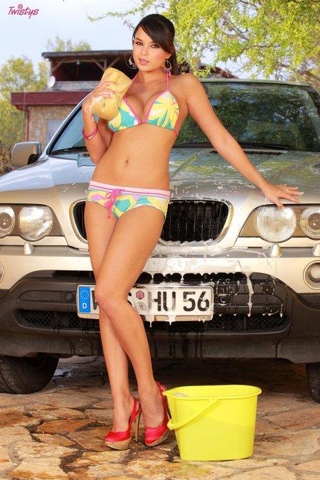 twistys-sasha-bikini-carwash